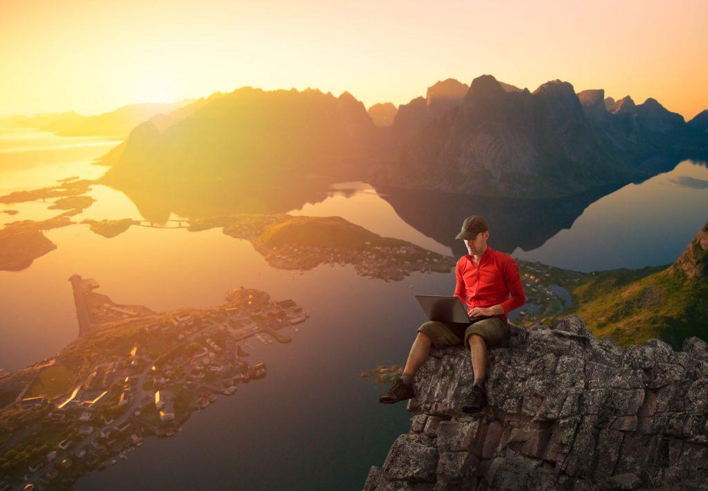 Come promuovere una destinazione turistica online: il portale turistico e i social network
